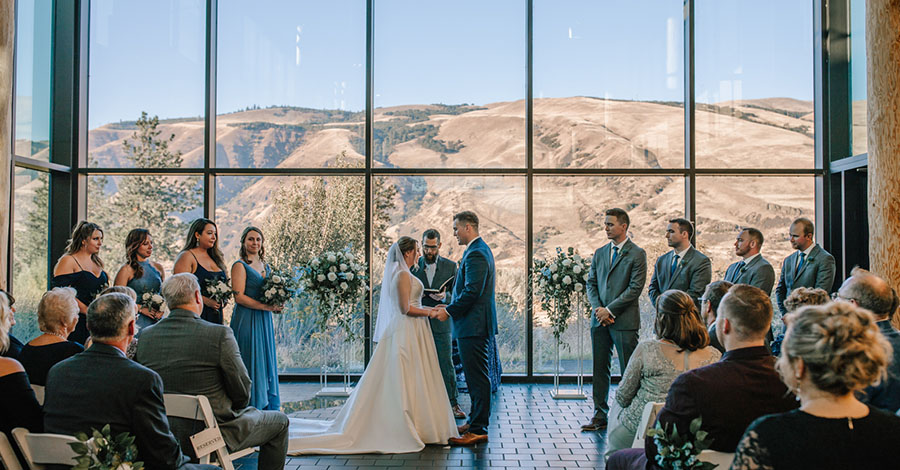 Wedding at Columbia Gorge Discovery Center & Museum